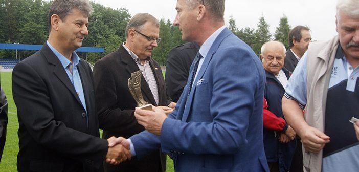Pierwszy zespół pokonał wicemistrzów Polski juniorów z 2006 roku w ramach jubileuszu 40 – lecia awansu Tomasovii do III ligi