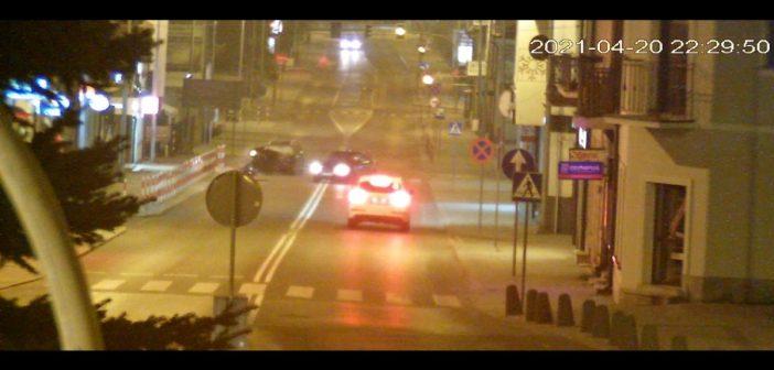 Na podwójnym gazie uderzył Citroenem w Audi! (film)